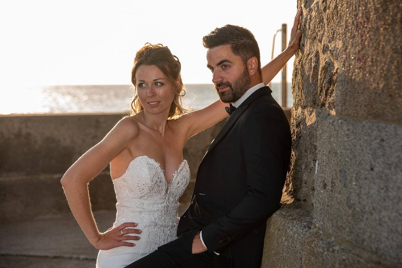 Les mariés sur les remparts à Saint-Malo