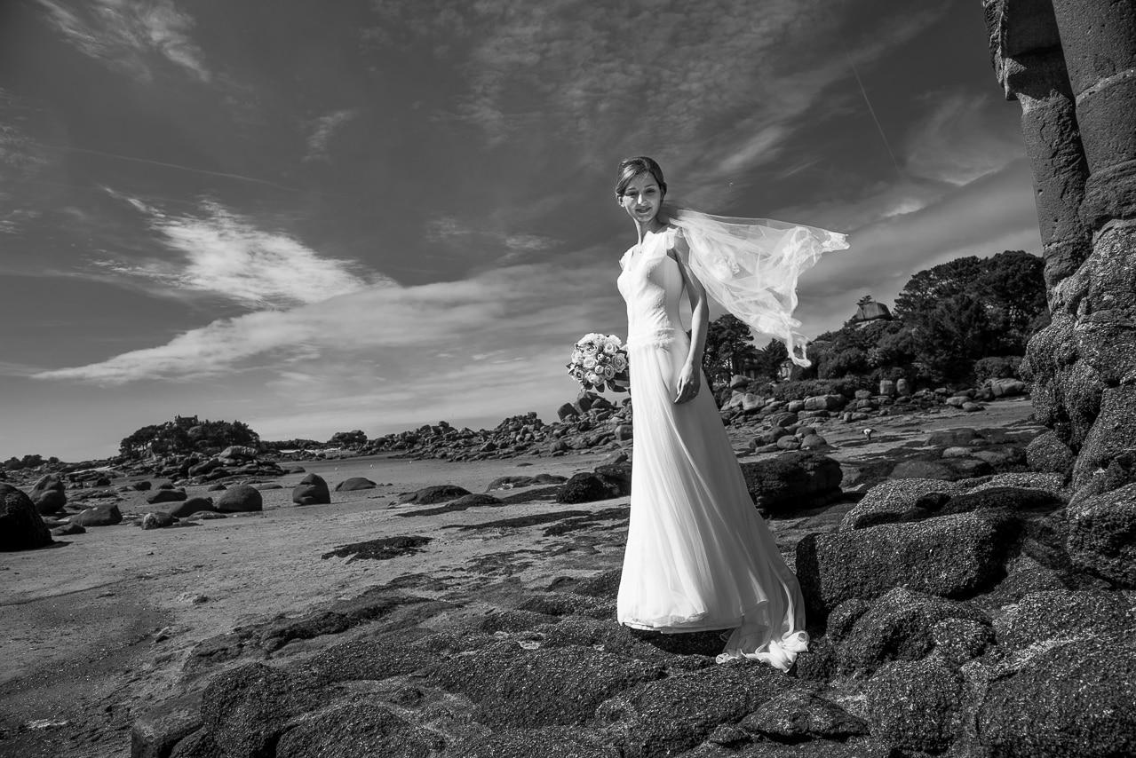 Magnifique mariée sur la plage