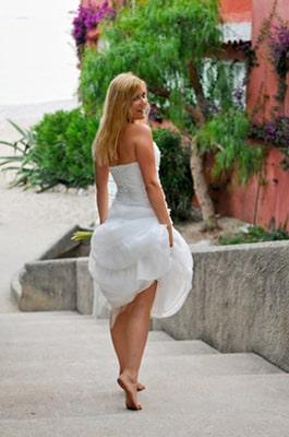 Mariée de dos et sa jolie robe blanche
