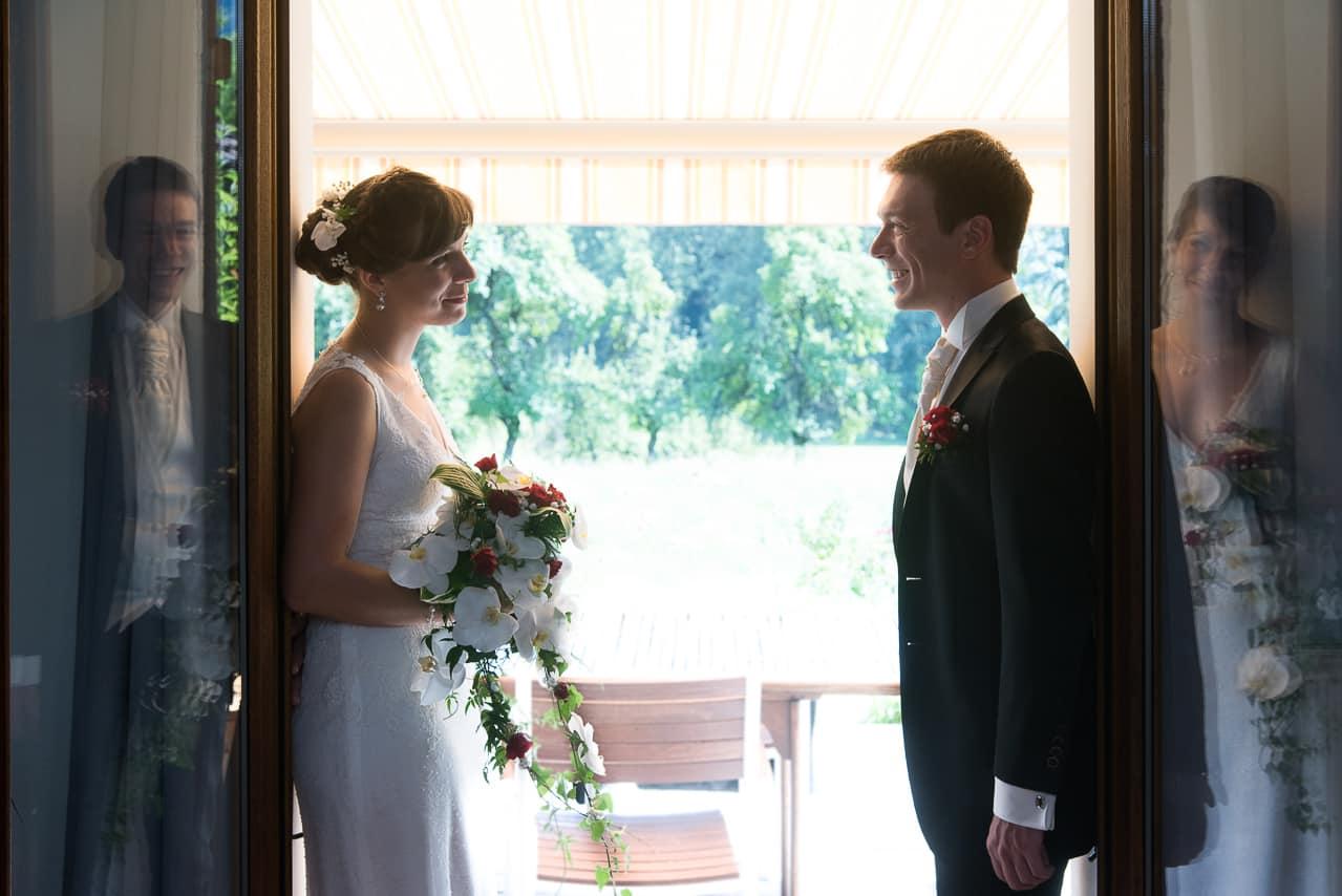 Les mariés en face à face