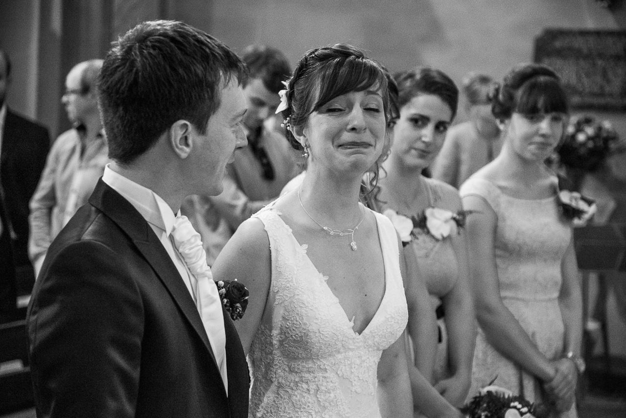 Mariée émue avec le marié