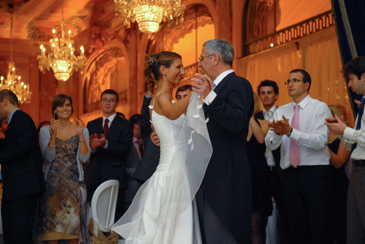 Mariée et son père dansant sur la piste