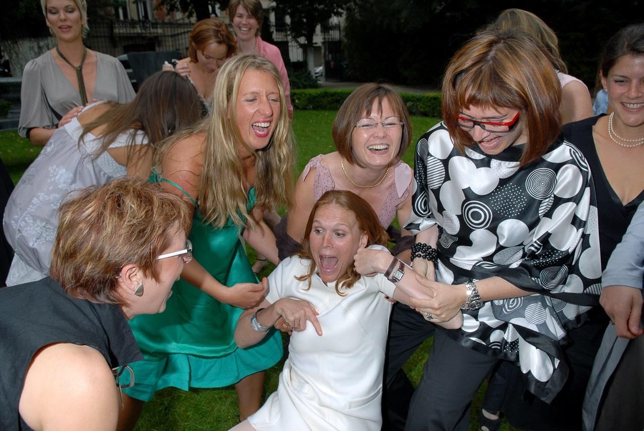 Les convives autour de la mariée