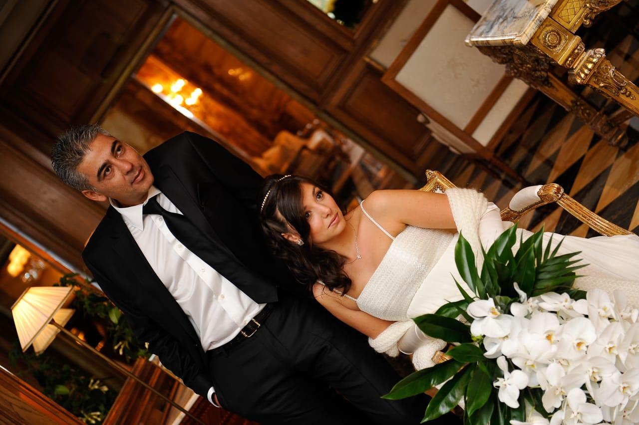Les mariés dans l'hôtel