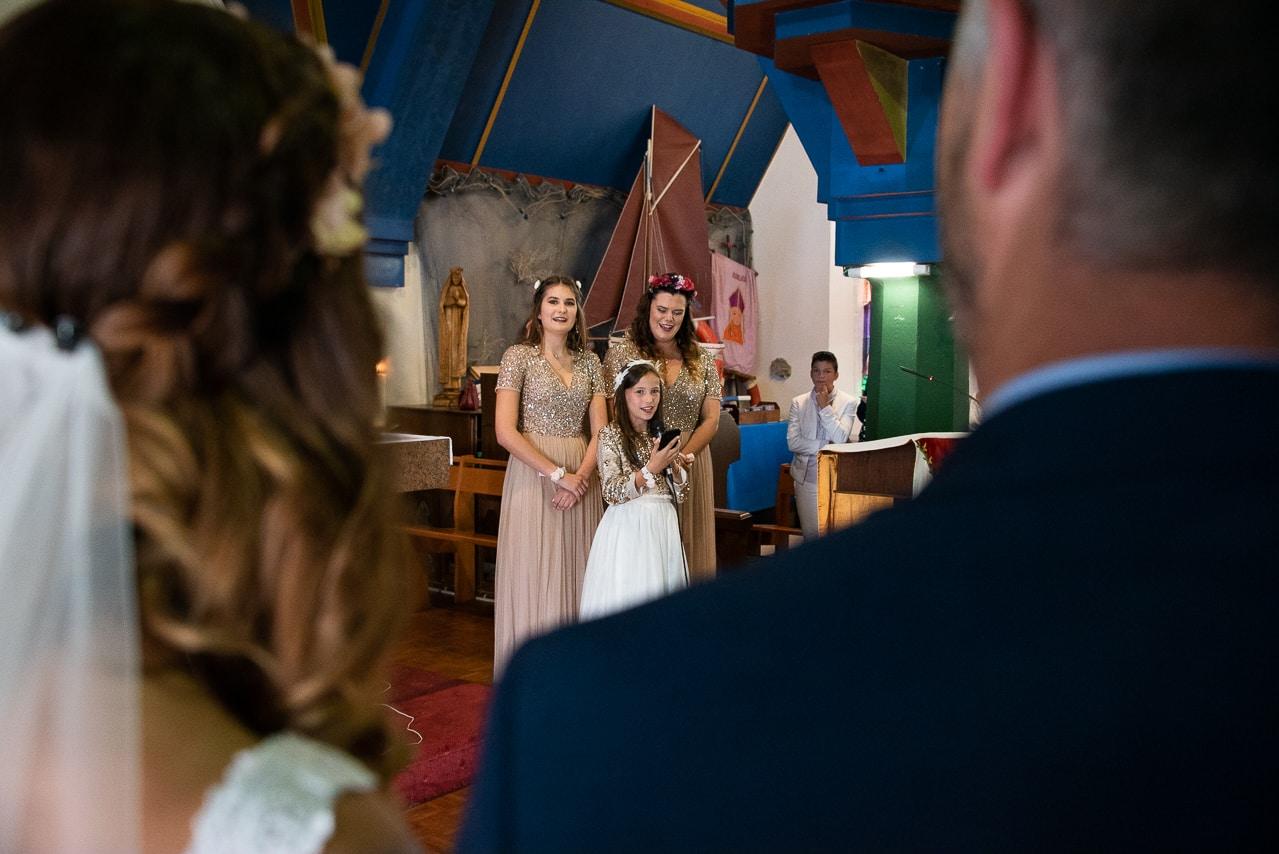 Enfants devant les mariés