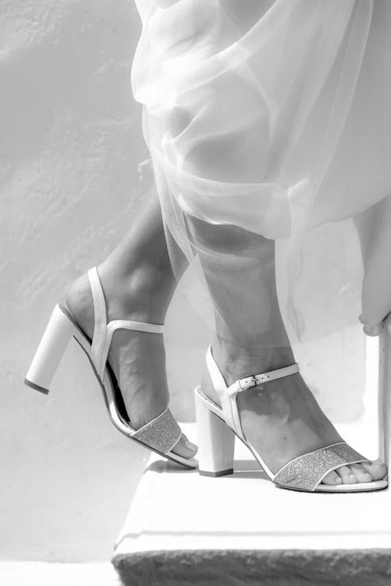 Sandales blanches de la mariée