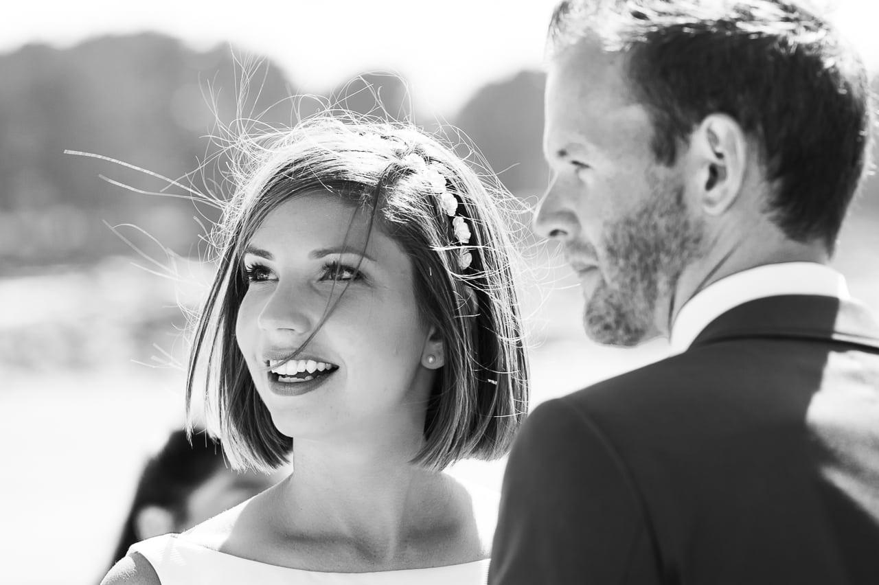 Portrait de mariés heureux