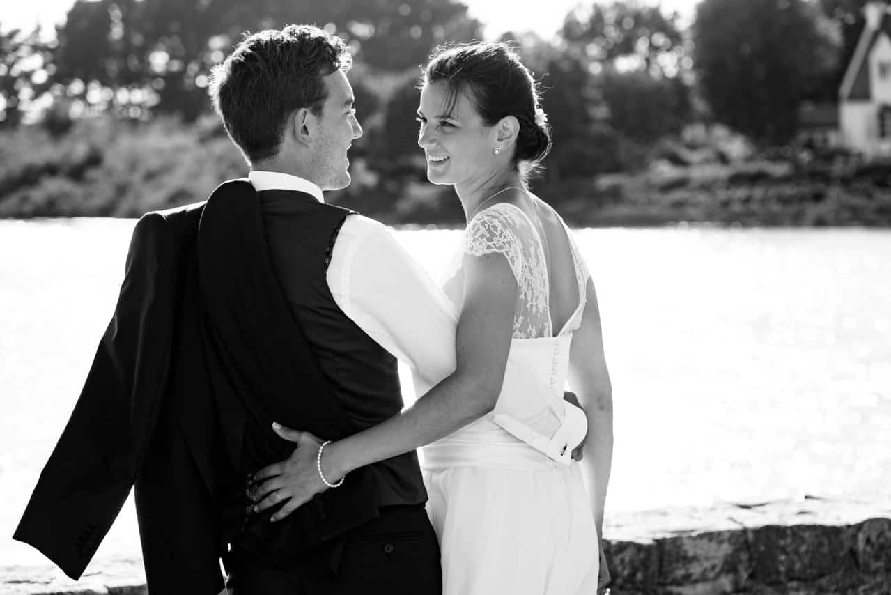 Mariés heureux et complices