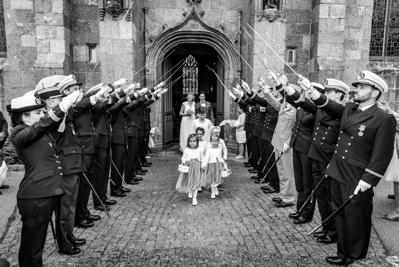 Fin de la cérémonie religieuse avec la sortie des  mariés
