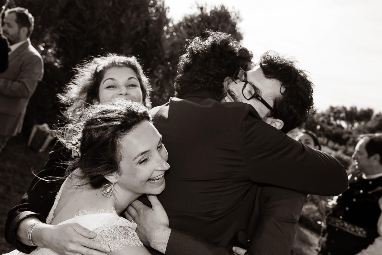 Regroupement des mariés et leurs amis