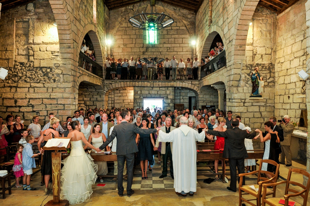 Mariés dans l'église