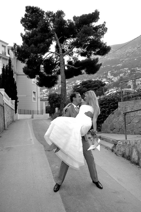 Mariée dans les bras du marié